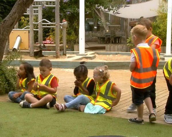 دانلود مستند دنیای کودکان چهار, پنج ساله - 8 از مجموعه دنیای کودکان چهار, پنج ساله با دوبله شبکه منوتو