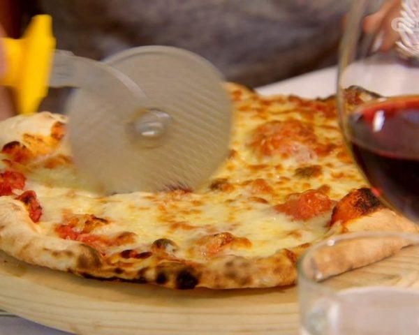 دانلود مستند پیتزا از مجموعه پشت درهای کارخانه با دوبله شبکه منوتو