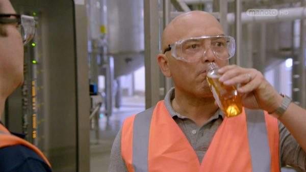 دانلود مستند آبجو از مجموعه پشت درهای کارخانه با دوبله شبکه منوتو