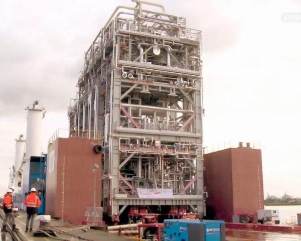 دانلود مستند جابجایی عظیمِ مینی، فولاد از مجموعه سفر ابرکالاها با دوبله شبکه منوتو