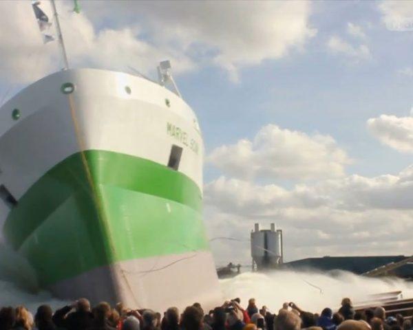 دانلود مستند شناورسازی ناو جنگی، لوکوموتیو بخار از مجموعه سفر ابرکالاها با دوبله شبکه منوتو