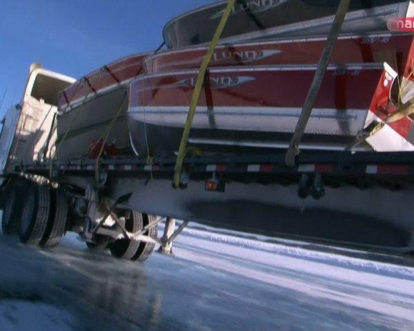 دانلود مستند جدال با یخ سری چهارم - 3 از مجموعه جدال با یخ با دوبله شبکه منوتو