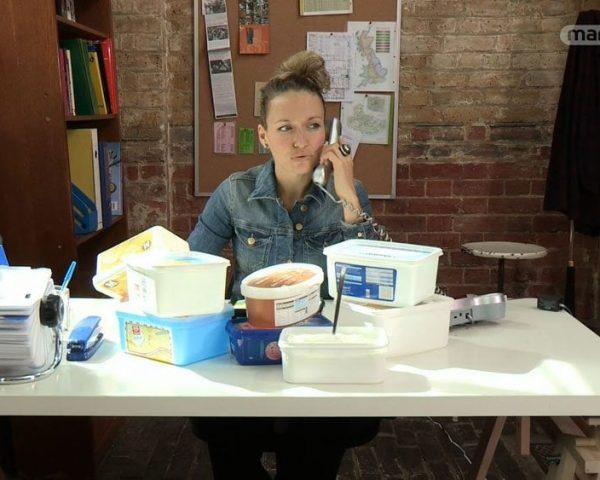 دانلود مستند بستنی و طعم دهنده دودی از مجموعه دنیای ناشناخته خوراکی ها با دوبله شبکه منوتو