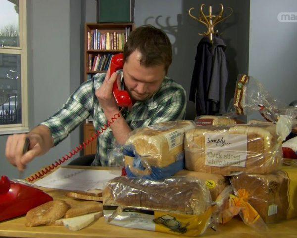 دانلود مستند کپک ، سیب از مجموعه دنیای ناشناخته خوراکی ها با دوبله شبکه منوتو
