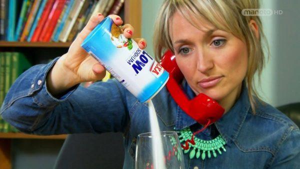 دانلود مستند نمک، مارماهی ژله ای و آب تونیک از مجموعه دنیای ناشناخته خوراکی ها با دوبله شبکه منوتو