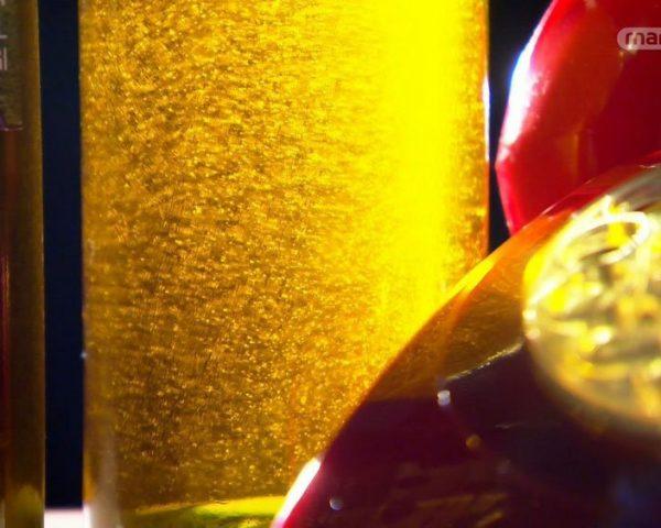 دانلود مستند روغن زیتون، سس تاباسکو و گراز از مجموعه دنیای ناشناخته خوراکی ها با دوبله شبکه منوتو