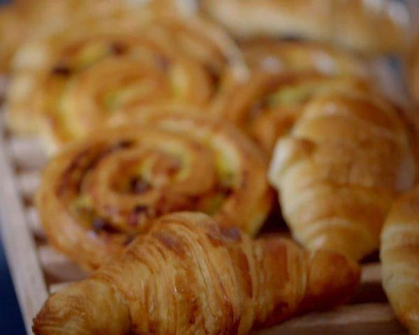 دانلود مستند کیک فرانسوی از مجموعه پشت درهای کارخانه با دوبله شبکه منوتو