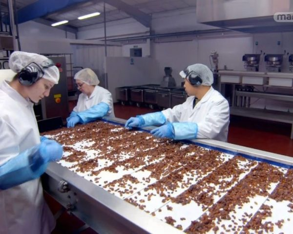دانلود مستند شکلات غلات از مجموعه پشت درهای کارخانه با دوبله شبکه منوتو