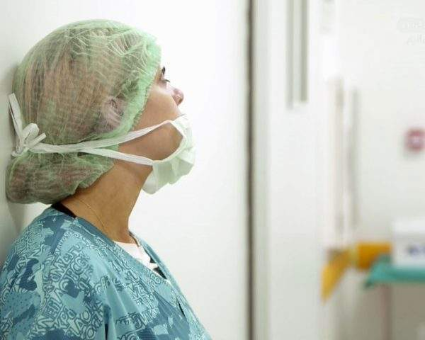 دانلود مستند تیغ جراحی و لیپوساکشن - 3 از مجموعه تیغ جراحی و لیپوساکشن با دوبله شبکه منوتو