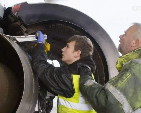 دانلود مستند هواپیماهای بازنشسته - 10 از مجموعه هواپیماهای بازنشسته با دوبله شبکه منوتو